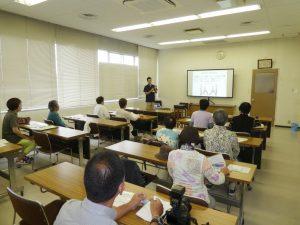 閉鎖した旧JA富戸支店にて健康教室での講義風景